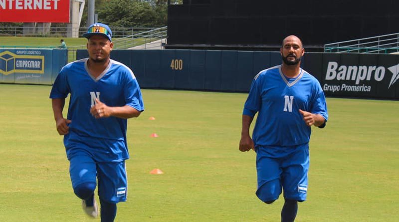 Jugadores de la Selección de Béisbol de Nicaragua entrenando de cara al Preolímpico de las Américas en Estados Unidos.