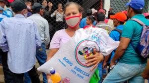 Productores de San Lorenzo reciben de parte del Gobierno Sandinista bonos de semilla de frijoles.
