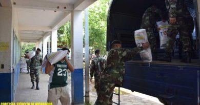 Efectivos del Ejército de Nicaragua durante el traslado de la merienda escolar en Ciudad Sandino
