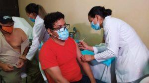 Personal de salud de primer línea recibieron la primera dosis de la vacuna contra el Covid-19, en Hospital Manolo Morales de Managua, lunes 31 de mayo de 20201.