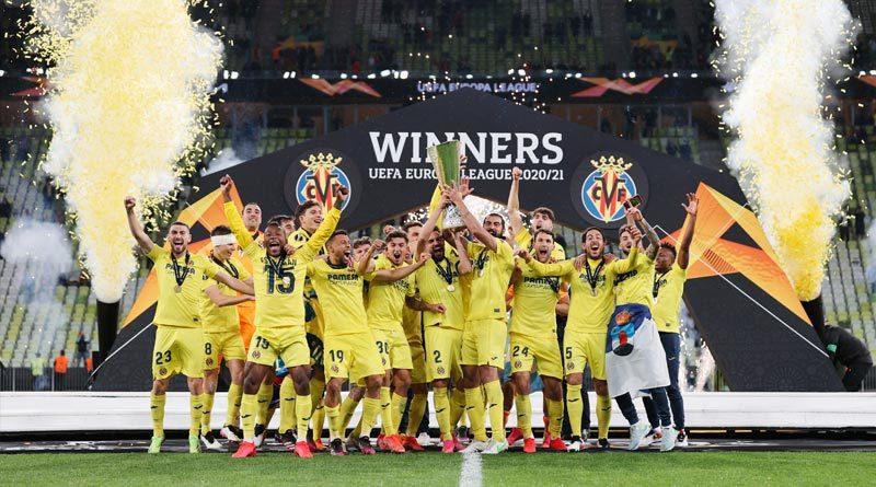Jugadores del Villarreal celebrando al consagrarse campeón de la UEFA Europa League 2021.