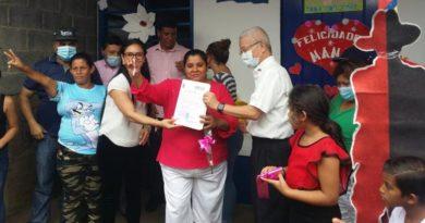 Jennifer Porras, Secretaria del Consejo Municipal de la Alcaldía de Managua, El Señor Iván Lo, Consejero de la Embajada de Taiwán Y Jacqueline del Carmen Morales Narváez protagonista