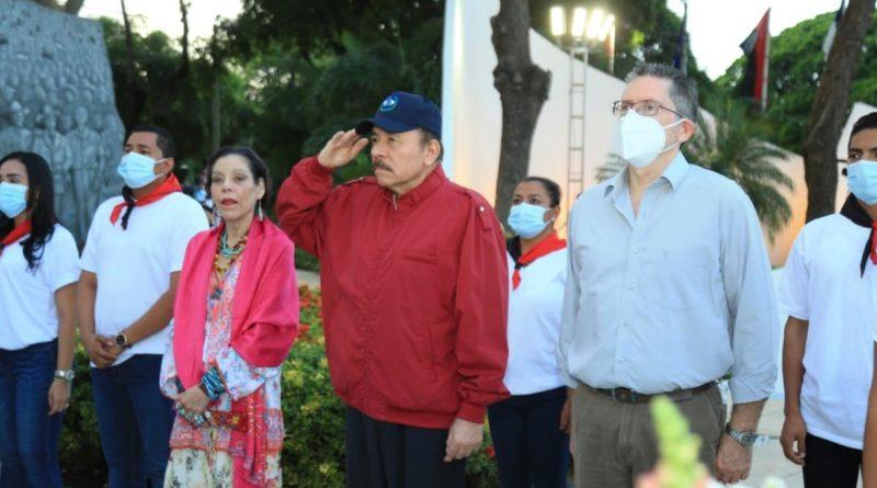 Comandante Daniel Ortega, Vicepresidenta de Nicaragua y Carlos Fonseca Terán