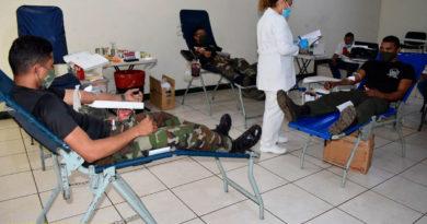 Efectivos militares del Ejército de Nicaragua participando en jornada de donación de sangre en León