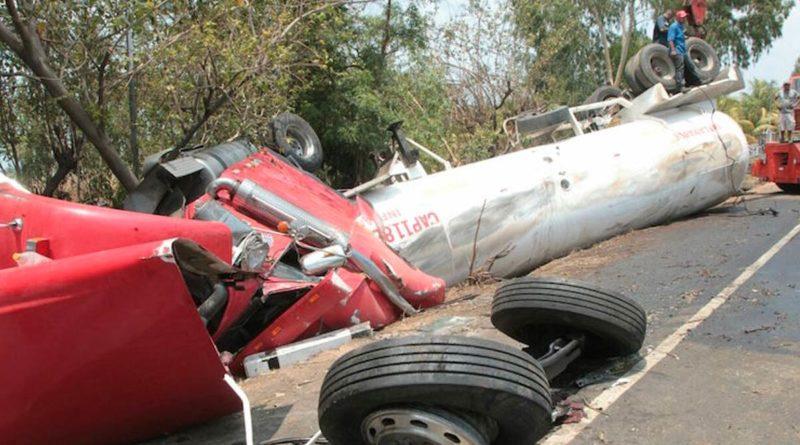 Conductor de 20 años falleció a consecuencia de accidente de tránsito entre dos camiones en el empalme El Jobo en Matiguás, Matagalpa.