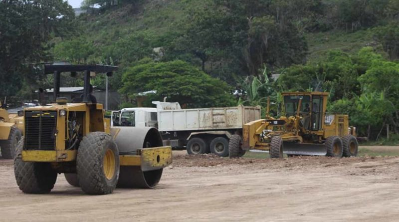 Maquinaria del INIFOM trabajando en una calle
