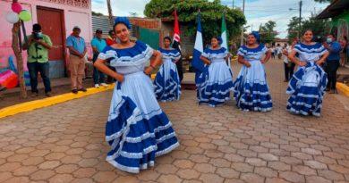 Pobladores de la ciudad de Malpaisillo en el municipio de Larreynaga en León, durante la inauguración de Calles para el Pueblo.