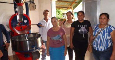 Protagonistas de El Castillo, Río San Juan durante la inauguración del centro de procesamiento de cacao