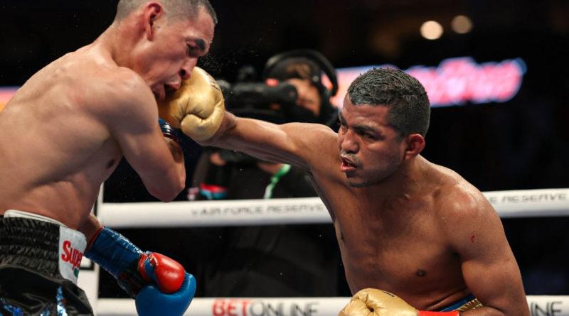 """omán """"Chocolatito"""" González y Juan Francisco """"El Gallo"""" Estrada durante su segunda pelea en Estados Unidos."""