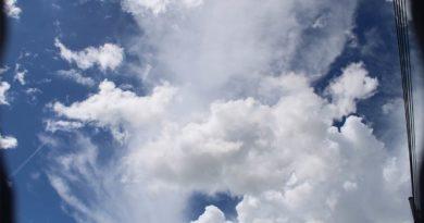 Este viernes predominará el ambiente caluroso con lluvias dispersas por la tarde.