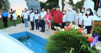 Comandante Daniel y Compañera Rosario Murillo en acto en conmemoración del 85 aniversario del natalicio del Comandante Carlos Fonseca Amador