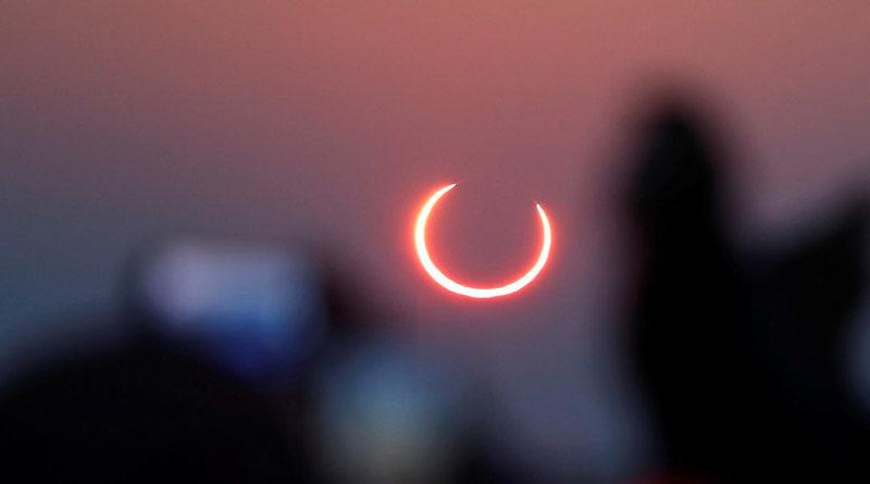 Fotografía que muestra un eclipse solar anular