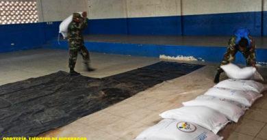 Miembros del Ejército de Nicaragua realizan descargue de semillas de arroz en coordinación con el INTA