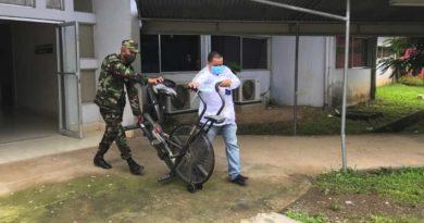 Miembros del Ejército de Nicaragua durante el traslado de los equipos médicos