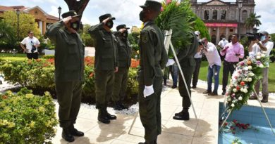 Ejército de Nicaragua colocó ofrenda floral ante el mausoleo del Héroe Nacional, Comandante Carlos Fonseca