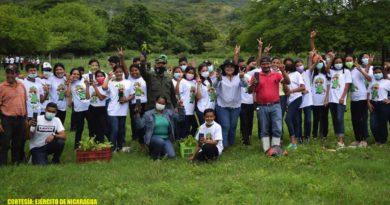 Ejército de Nicaragua junto a brigadistas durante la Jornada de reforestación en Chontales y Boaco
