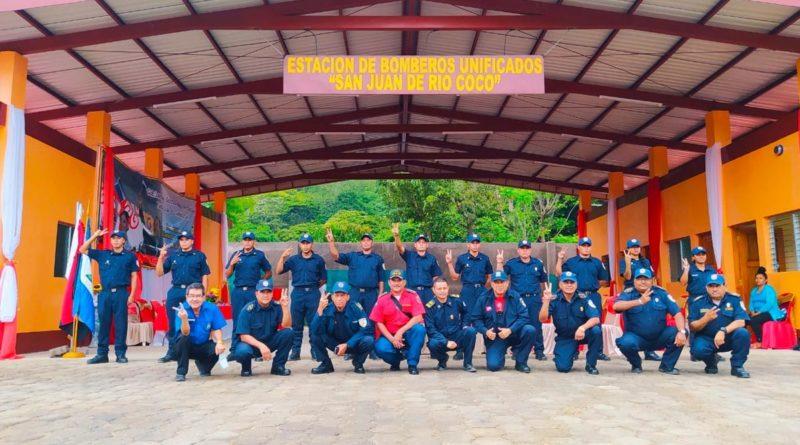 Cuerpo de Bomberos durante la inauguración de la Estación Básica de Bomberos de San Juan del Río Coco en Madriz.