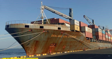 Barco pesquero anclado en puerto de Nicaragua