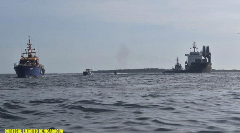 Embarcaciones de la Fuerza Naval brindando seguridad a embarcaciones