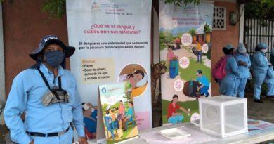 Brigadistas del Ministerio de Salud en el barrio Monseñor Lezcano
