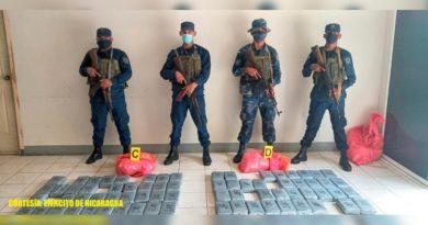 Efectivos Militares con la droga incautada al narcotráfico