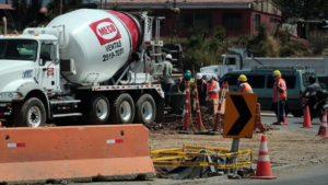 Maquinaria de empresas Meco, que se encargó, entre otras obras, del paso a desnivel en la rotonda de Garantías Sociales.