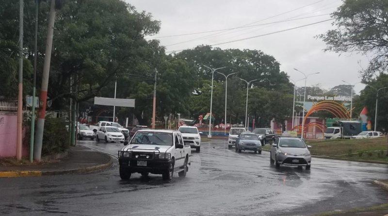 Lluvias y el cielo nublado en la zona de la Rotonda El Güegüense en Managua.