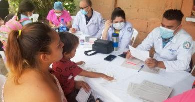 Médicos del MINSA brindan atención a familias de barrios del distrito III de Managua