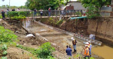 Limpieza de puente en barrios de Managua