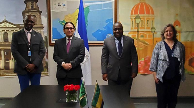 Representante de Nicaragua ante las Naciones Unidas junto al Embajador de la República Gabonesa