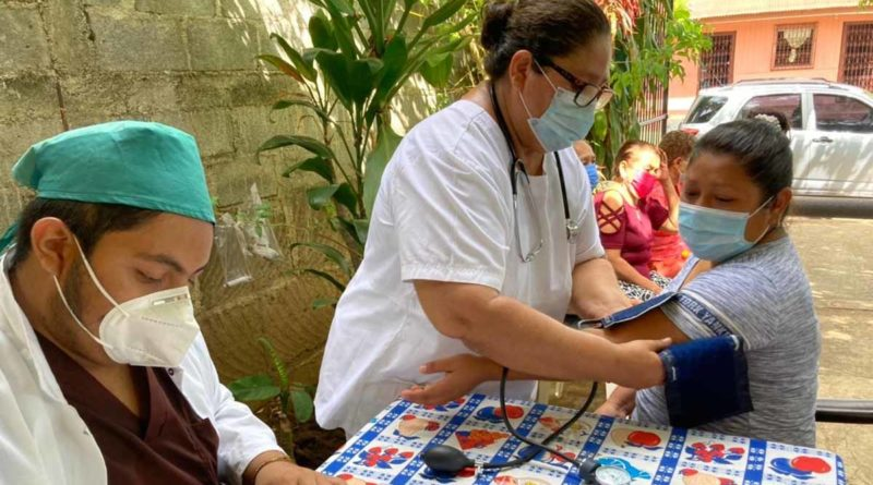 Médicos del Hospital Lenín Fonseca brindaron atención especializada a pobladores del barrio Andrés Castro