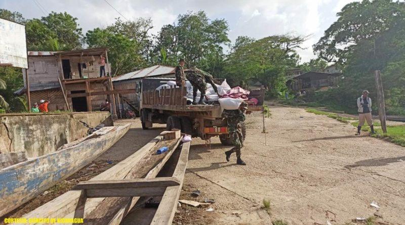 Efectivos militares del Destacamento Militar Norte realizaron el cargue 1,025 quintales de semillas de arroz en Waspam.