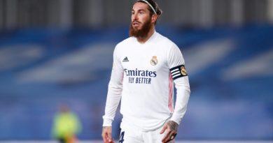Sergio Ramos vistiendo la camisa del club merengue.
