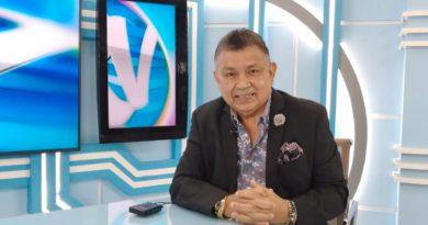 El diputado Wilfredo Navarro en el set del programa Revista en Vivo con Alberto Mora.