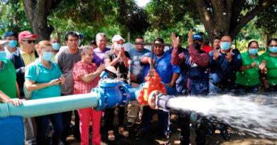 Autoridades de ENACAL con comunitarios de la ciudad de Rivas inaugurando el pozo de agua potable