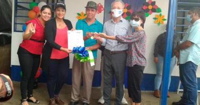 Representantes de la Alcaldía de Managua y la Embajada de Taiwán, junto al Compañero Sebastián Gonzalo Pastora, en la entrega de Vivienda.