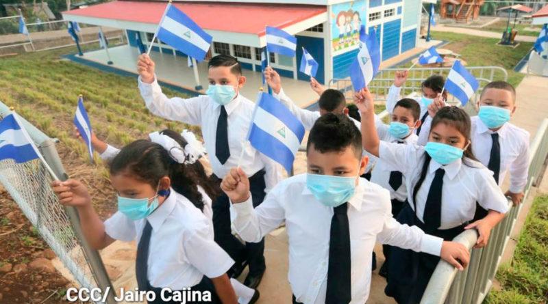 Estuantes nicaragüenses iniciando el segundo semestre del año escolar 2021