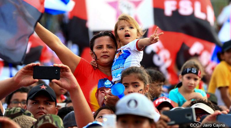 Nicaragüenses celebrando un aniversario más del Triunfo de la Revolución Popular Sandinista