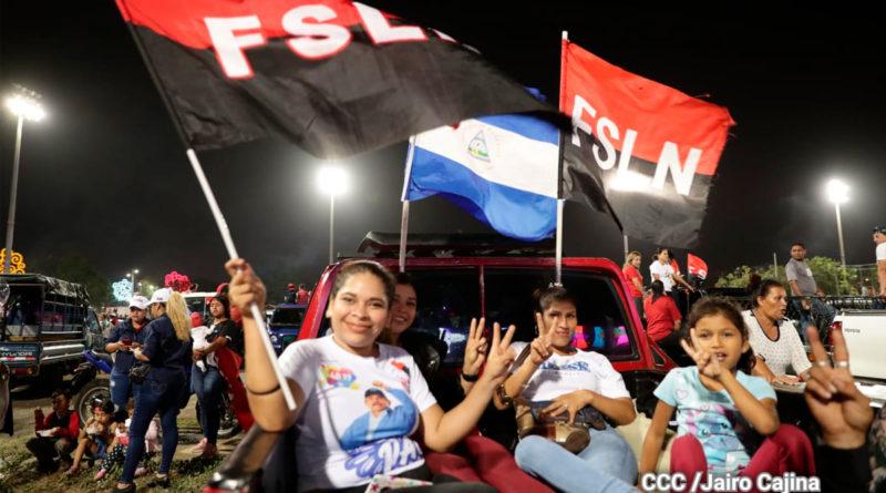 Nicaragüenses congregados en la Plaza La Fe de Managua, en vigilia revolucionaria esperando el 42/19