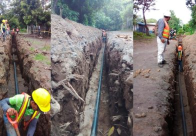 Operarios de ENACAL trabajando en el sistema de agua potable de Altagracia en la Isla de Ometepe