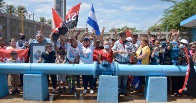 Inauguración del proyecto de agua potable en León
