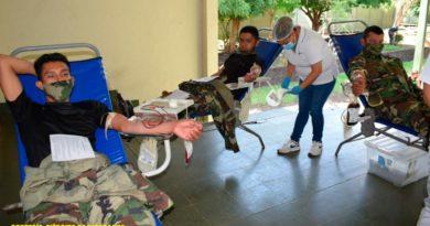 Soldados del Ejército de Nicaragua donando sangre