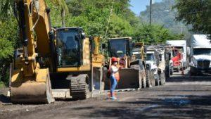 Maquinaria del MTI para el inicio de la construcción de carretera que une el empalme de Cosigüina y Potosí en Chinandega.