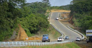 Una de las carreteras en construcción por el MTI