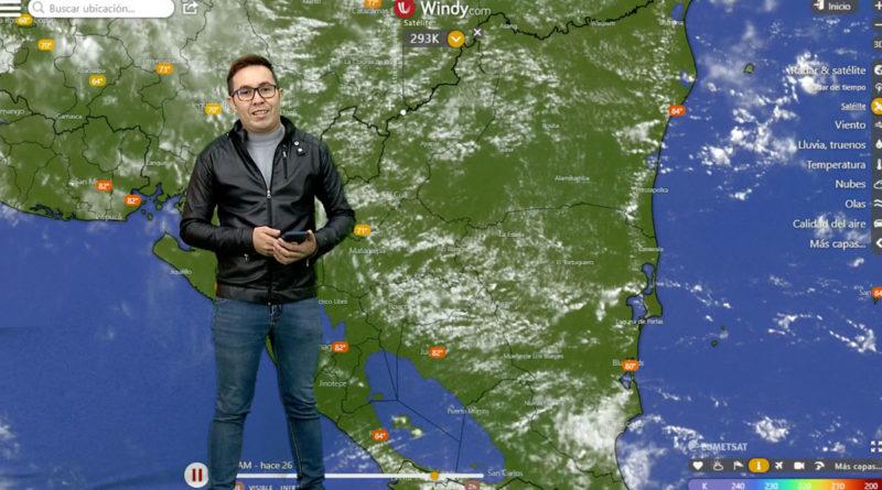 Junior Cuadra brindando el reporte del clima en Nicaragua.