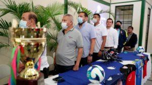 Representantes de FENIFUT y Canal 6 para la presentación de la Copa Capital 2021.