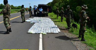 Efectivos militares del Ejército de Nicaragua custodiando droga incautada al narcotráfico en Chinandega