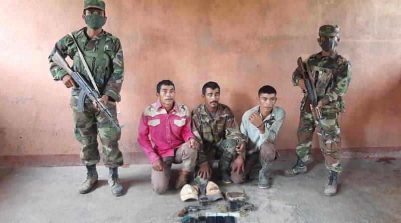 Efectivos del Ejército de Nicaragua custodiando a los delincuentes detenidos.