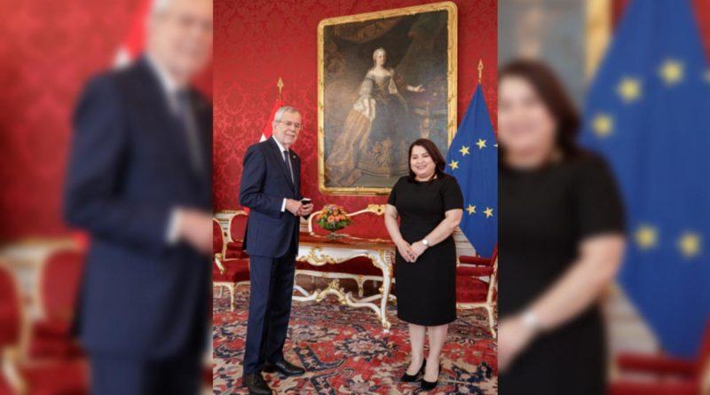 Embajadora de Nicaragua, Sabra Murillo Centeno junto al Presidente Federal de la república de Austria, Alexander Vander Bellen