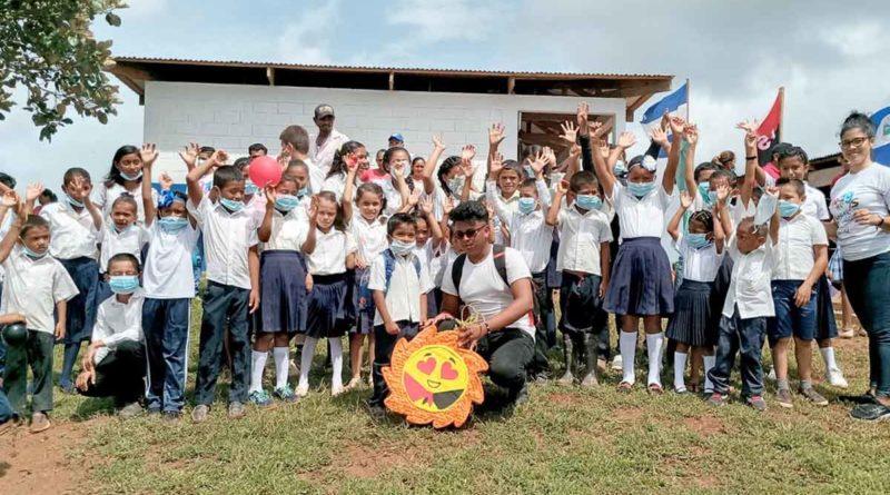 Inauguración de la Escuela Rosario Murillo en Bluefields